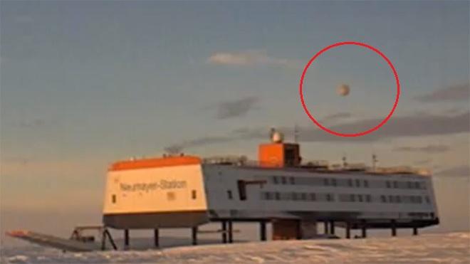 http://realidadovniargentina.files.wordpress.com/2012/08/antarctica-ufo.jpg?w=660
